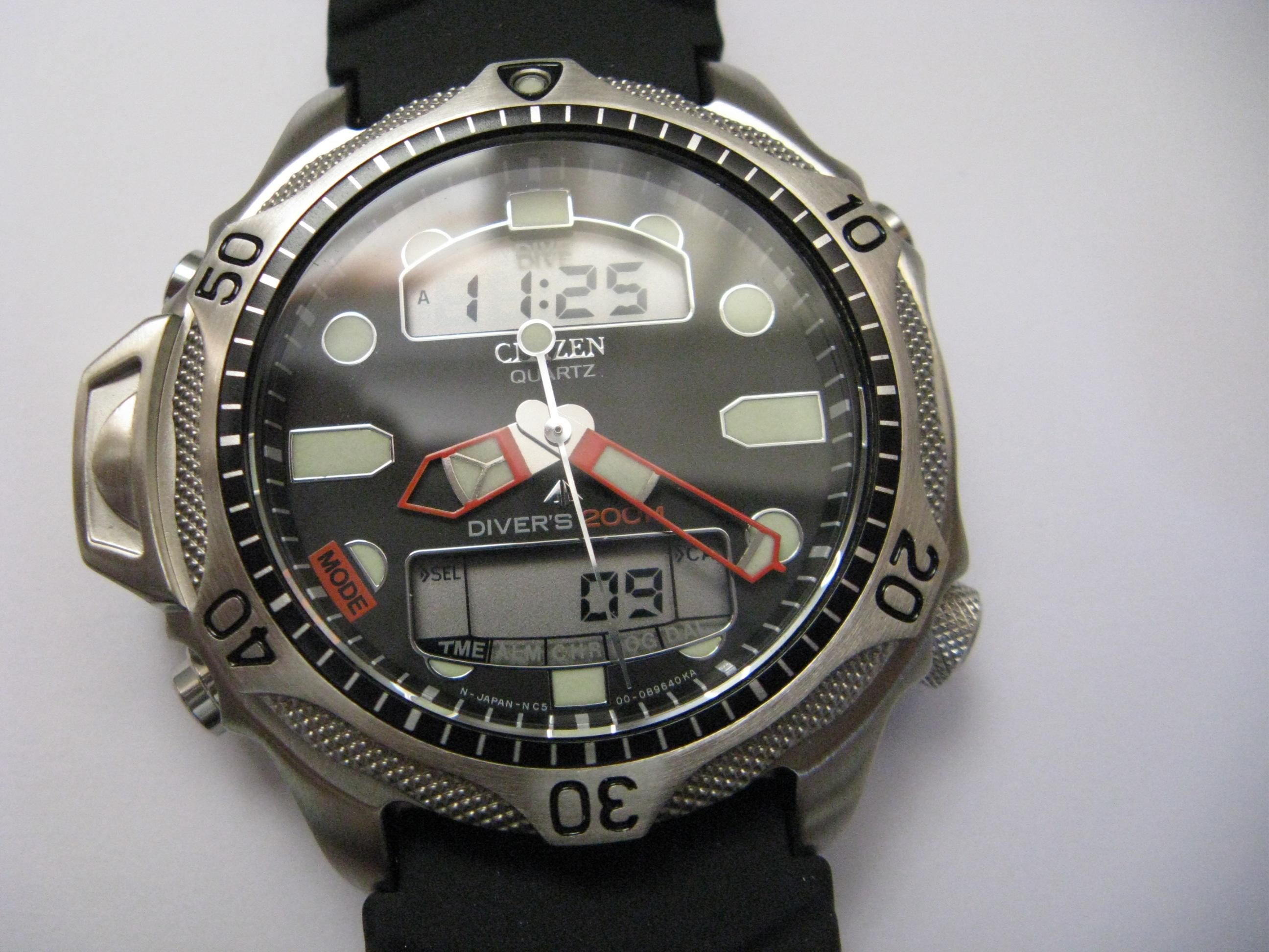 Citizen Mens 200m Divers Watch NY 2300 09B - review, compare prices